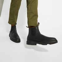 068 Chisel Toe Chelsea Boots in Black
