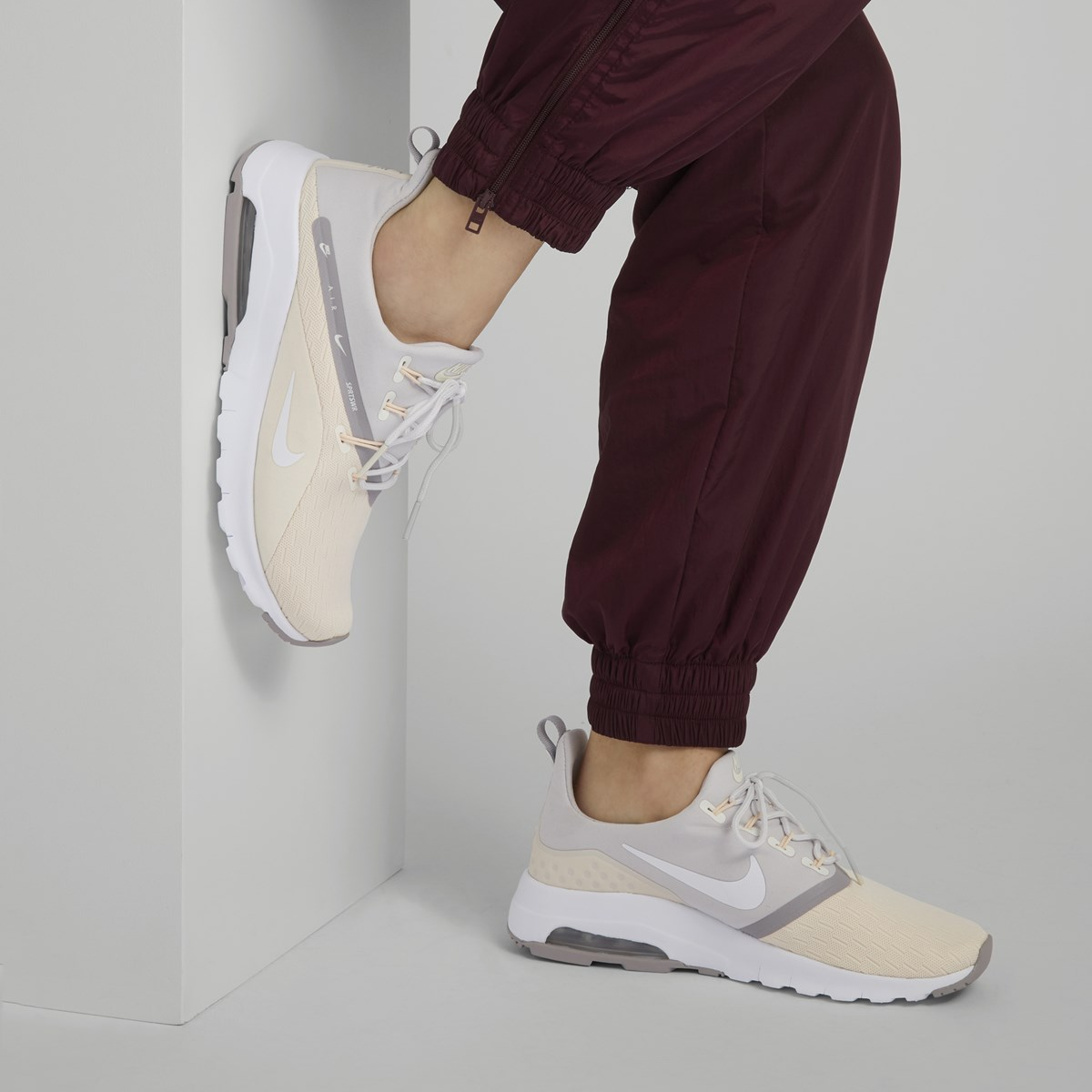 Women's Air Motion Racer 2 Sneakers in Guava Ice