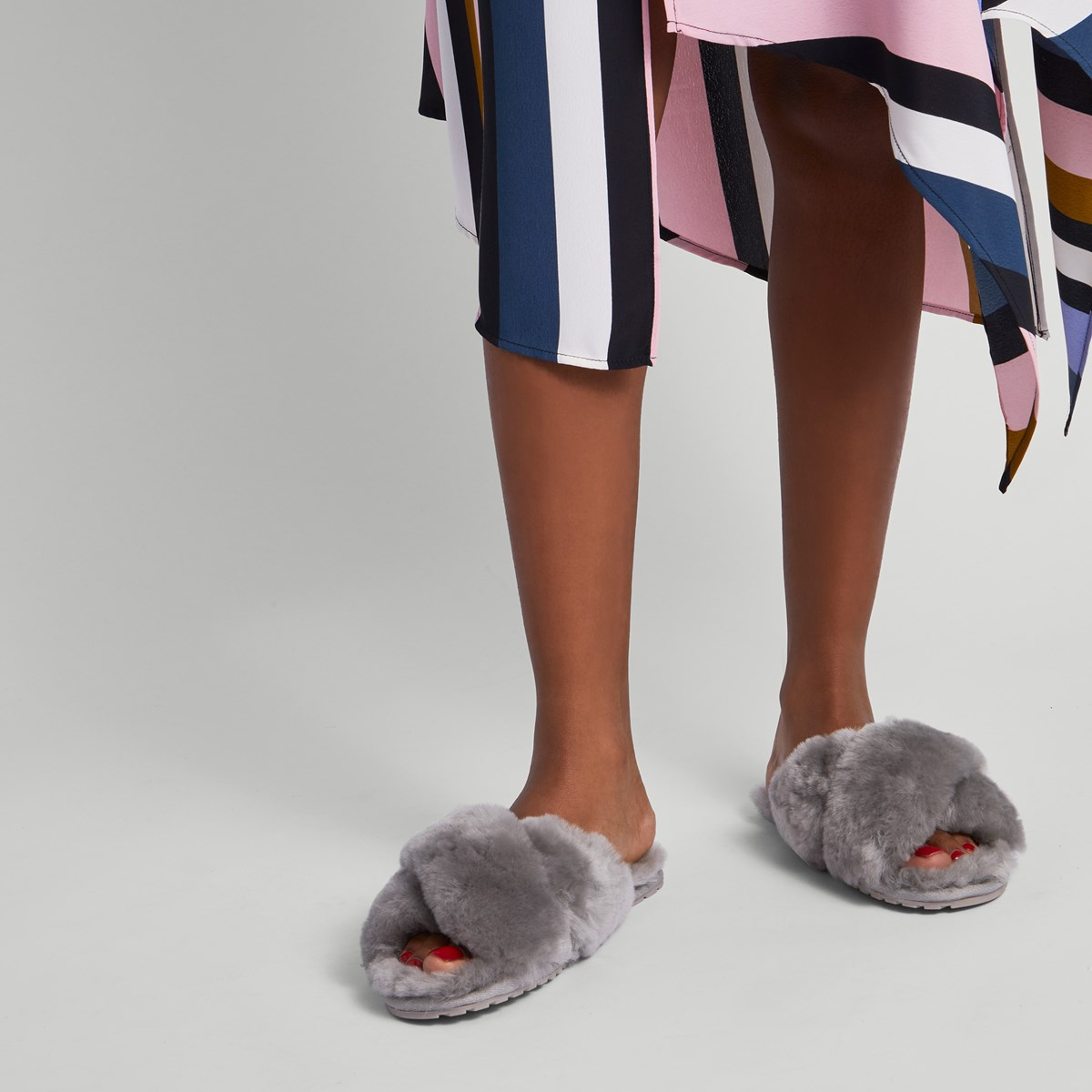 Woman's Mayberry Slippers in Grey