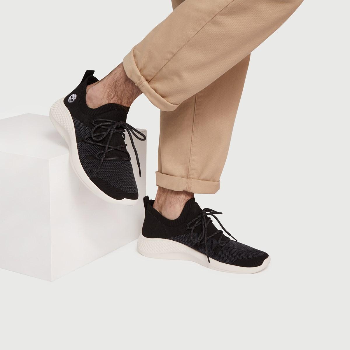 Men's Flyroam Sneaker in Black