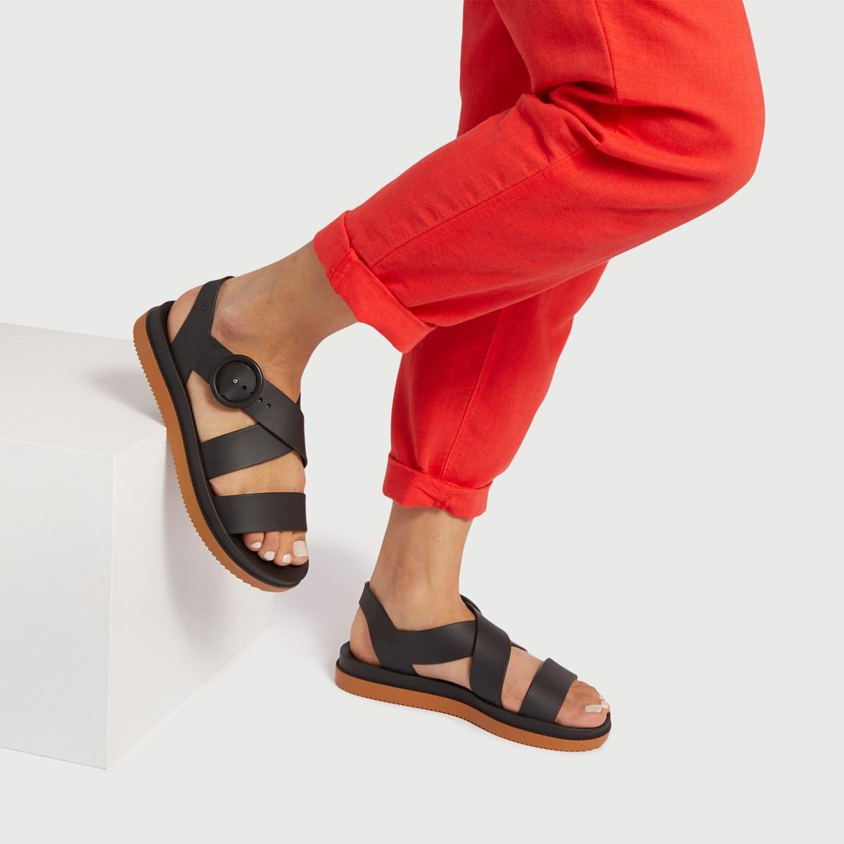 Sandales XO Strapped noires pour femmes