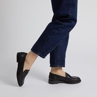 Women's Viena Loafers in Black