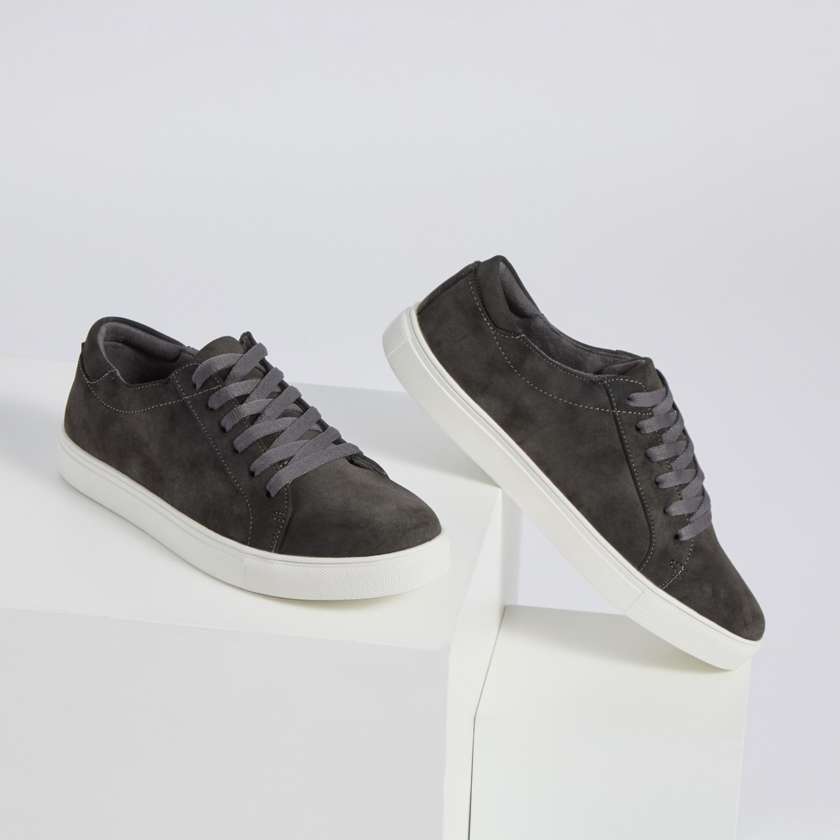 Men's Stand Sneakers in Grey