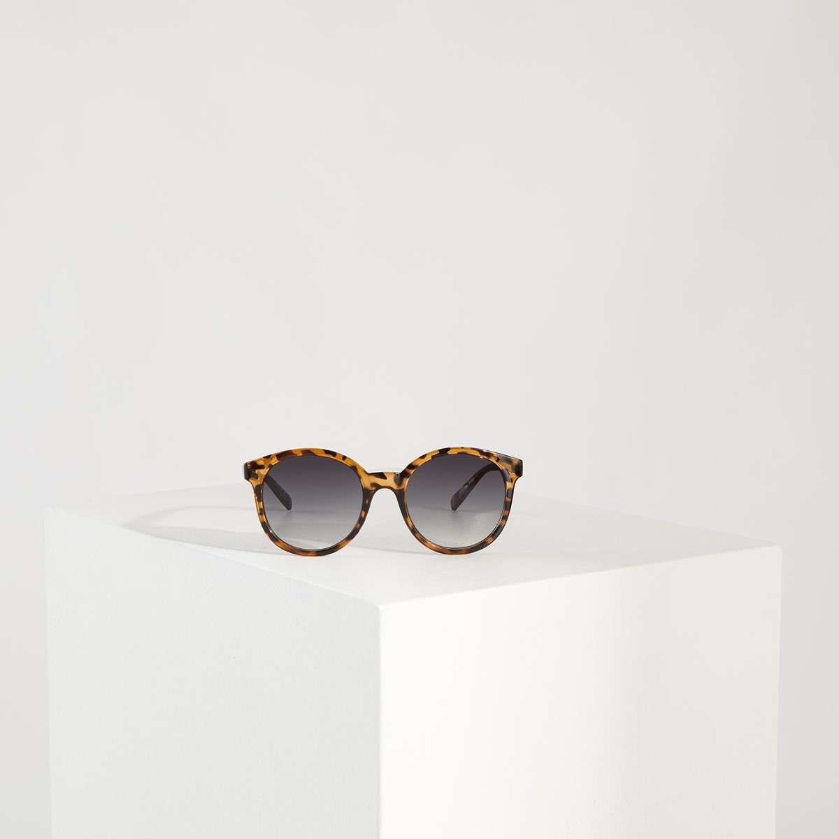 Rise and Shine Sunglasses in Tortoise