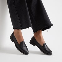 Women's Vero Slip-On Shoes in Black