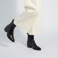 Women's Marja Toe Chelsea Boots in Black