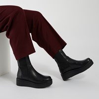 Women's Tara Chelsea Boots in Black