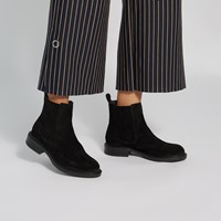 Women's Elodie Suede Chelsea Boots in Black
