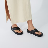 Women's Erin Thong Sandals in Black