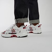 827 Sneakers in White/Red